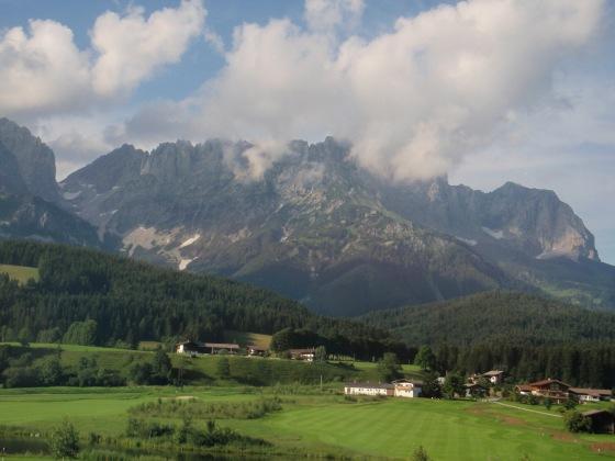 The Kaiser Mountain range in St. Johann