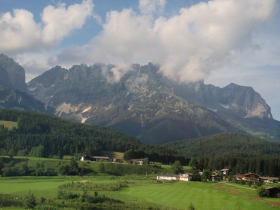 The Kaiser Mountain range in St. Johann