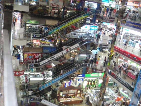 Shop in an electronics mall (7 stories) in Bangkok! You will be surprised what you will find!